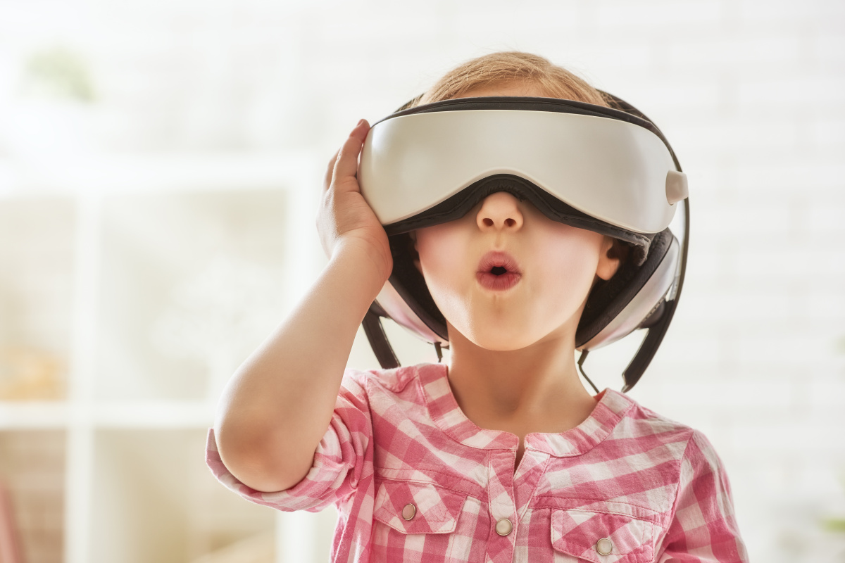 Advantages of Virtual Reality, virtual reality, benefits, virtual reality, hyper reality,